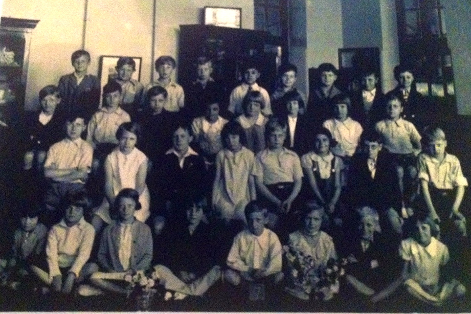 Roy Vickerman with his class in 1935